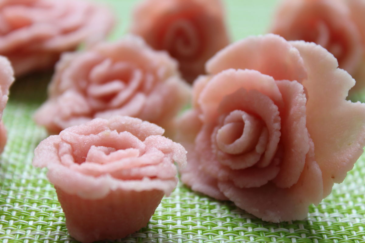 fleurs en pâte d'amande maison
