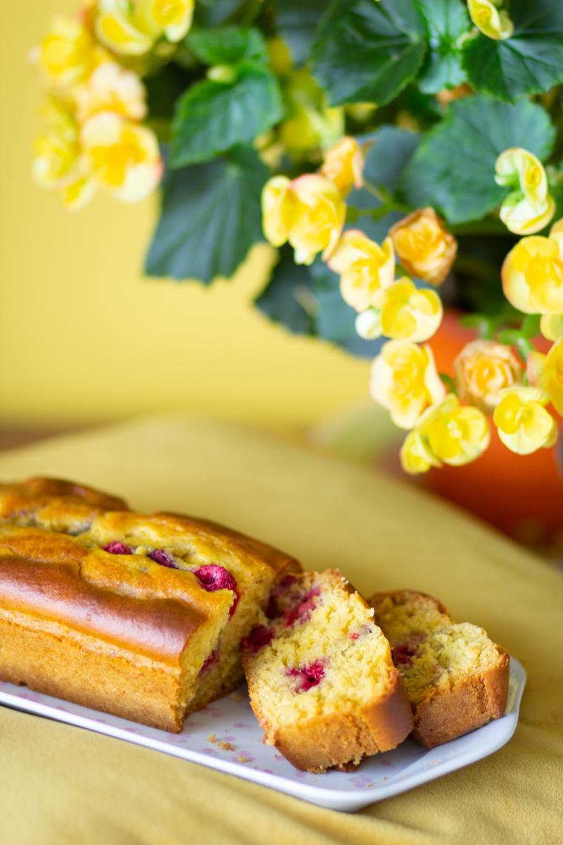 cake aux framboises et au miel